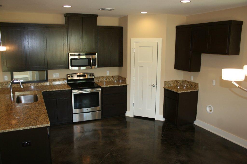 10203 Thomas Lane kitchen