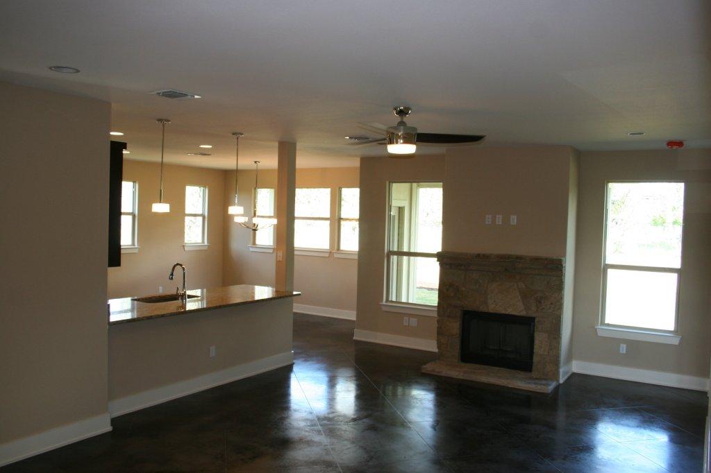 10203 Thomas Lane living area