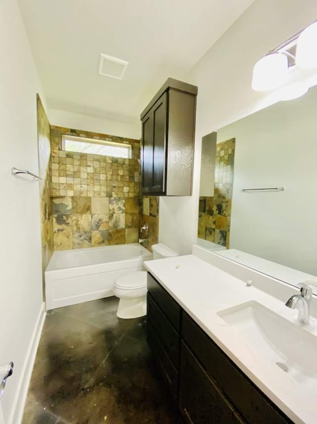 1020-Panorama-Unit-B-Guest-bathroom5