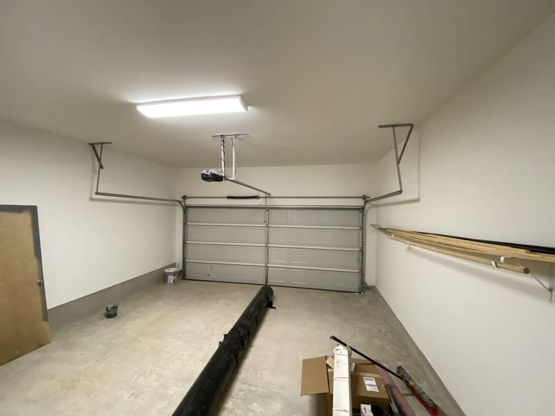 Oversized-garage-with-extra-height-ideal-for-storage-racks