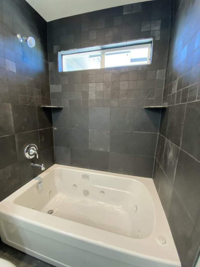 guest-bathroom-or-jetted-tub