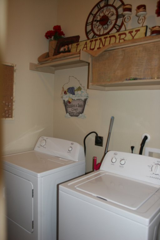 10802 Wildwood Circle, Dripping Springs, TX 78620 - Laundry Room