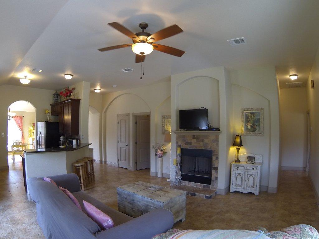 10802 Wildwood Circle, Dripping Springs, TX 78620 Living Room