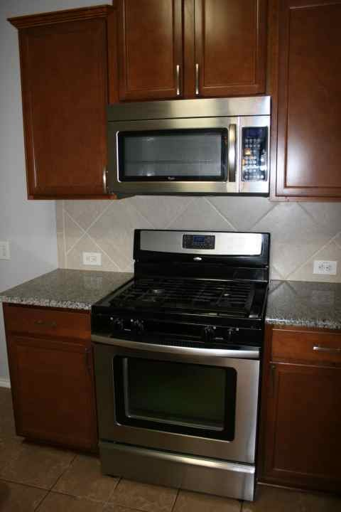 Stainless finish appliances.JPG