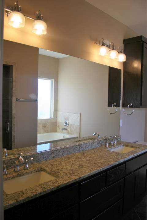 deluxe master bathroom