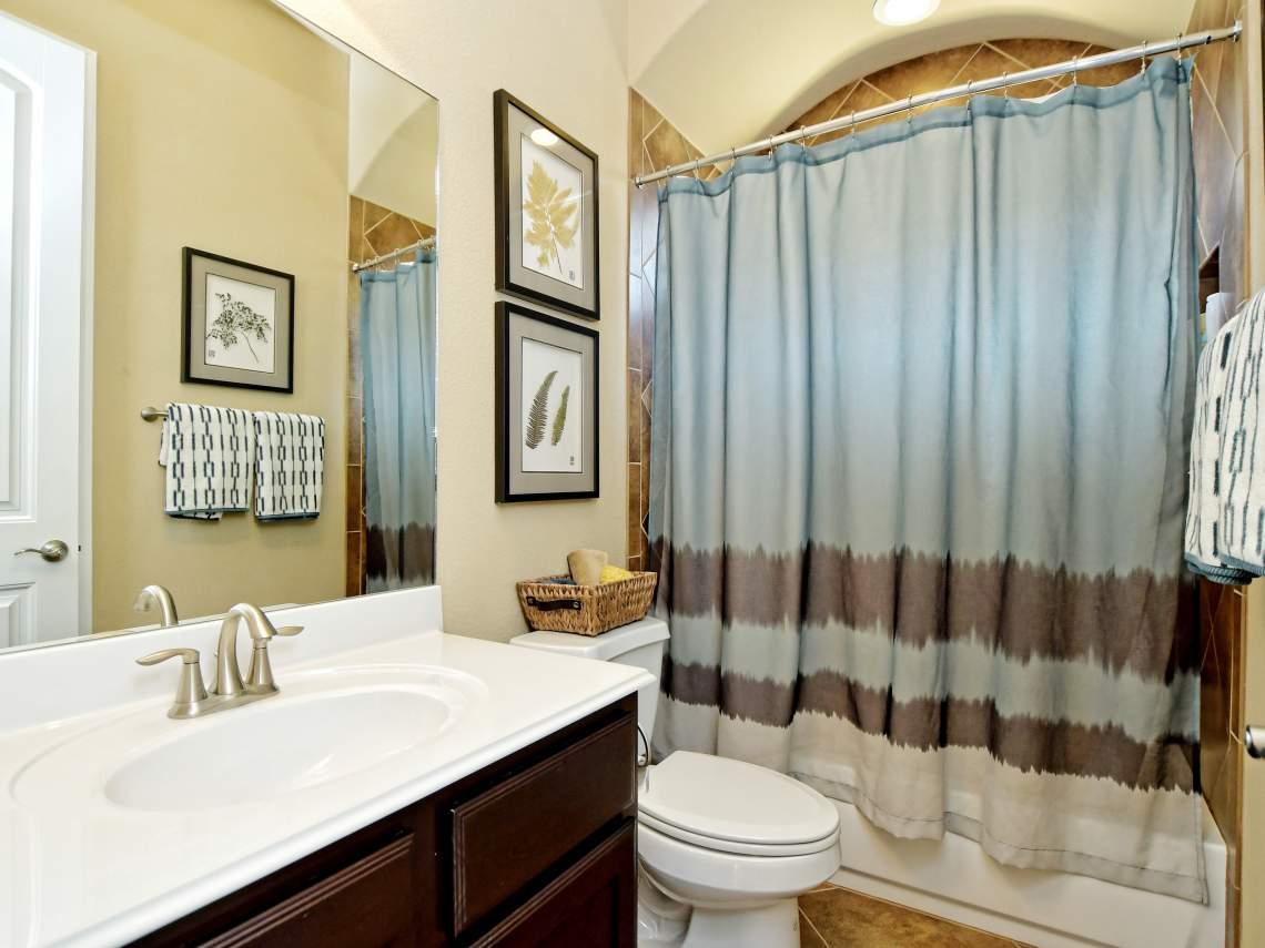 2nd-Bathroom- 1804 Valle Verde, Cedar Park, Leander TX 78641